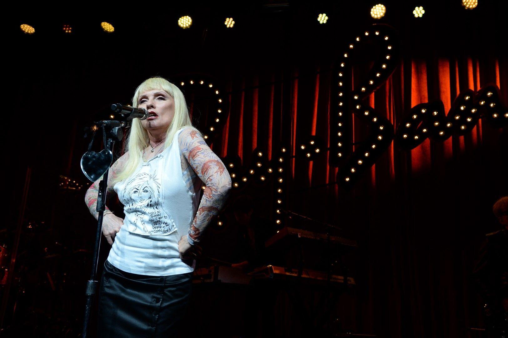 Деби Хари на концерт в Ню Йорк през май 2015