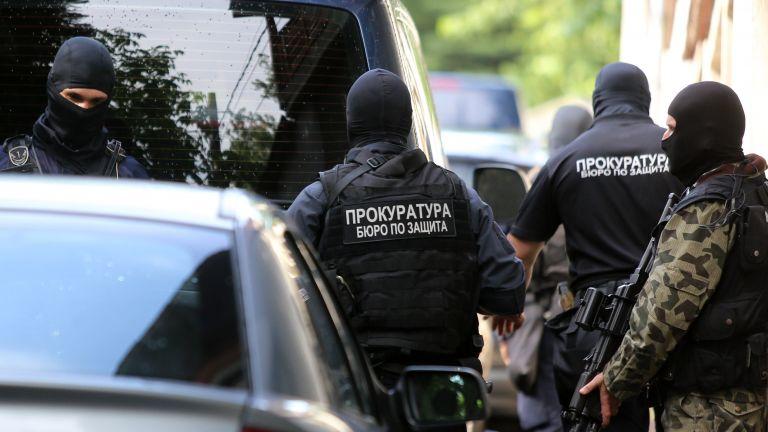 Задържани са още двама приближени на Божков, обиски и арести и в Сандански (снимки)