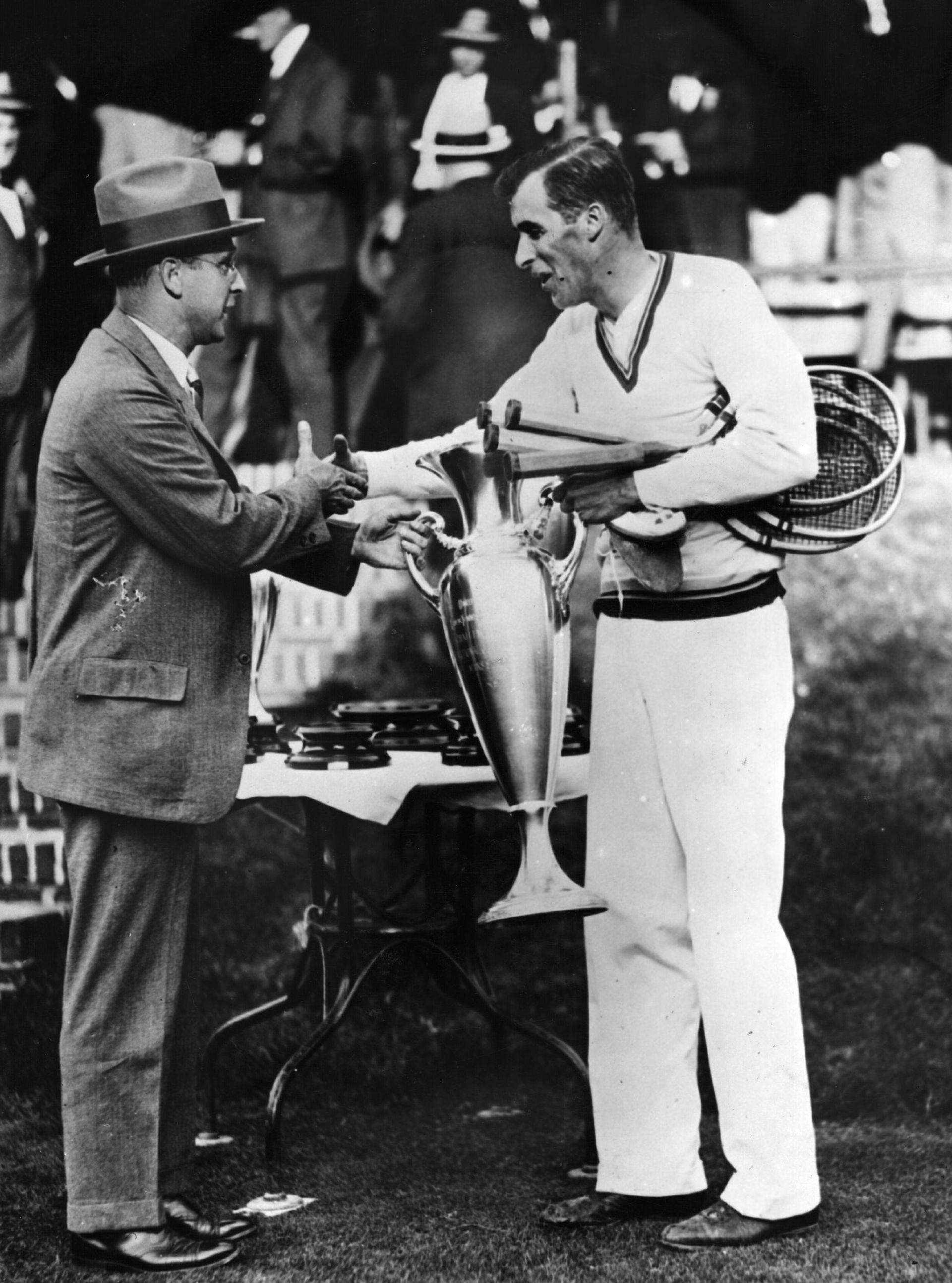 Тилдън с поредния трофей в тениса.
