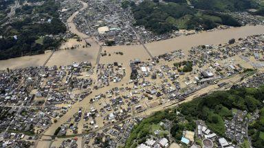 Загинали и изчезнали при порои и наводнения в Япония, мобилизираха армията (снимки)