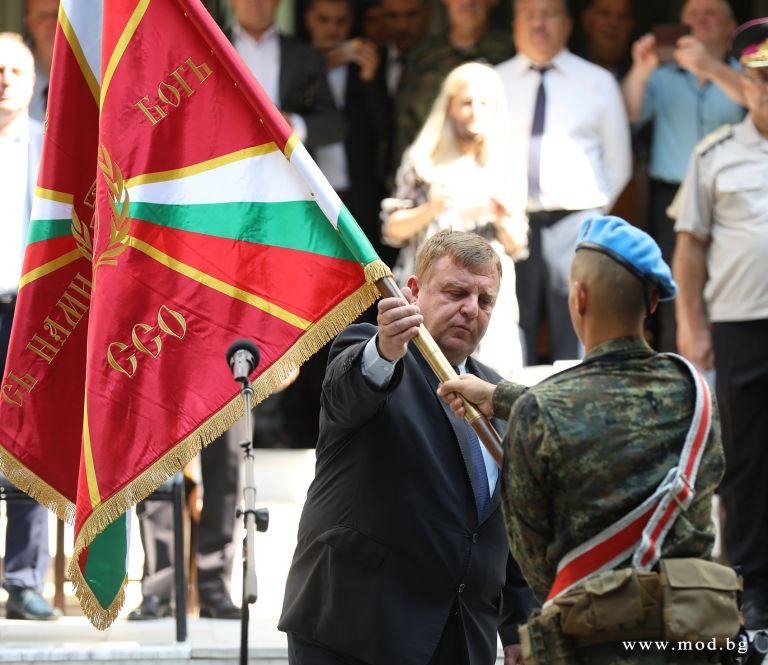 Министърът на отбраната участва в ритуал по освещаването и връчване на бойното и на представителното знаме на Съвместното командване на специалните операции