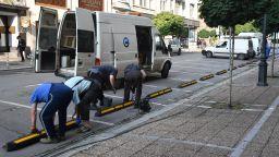 """Как централната столична улица """"Съборна"""" се превръща в пешеходна зона (снимки)"""