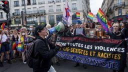 Манифестация замени традиционния гей парад в Париж (снимки)