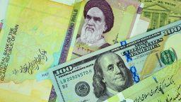 Рекорден срив на иранската валута