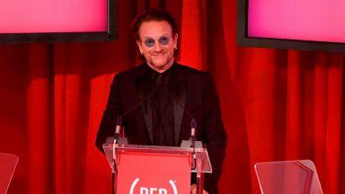 Боно от U2 се включвал по телефона в радиопредавания под фалшиво име