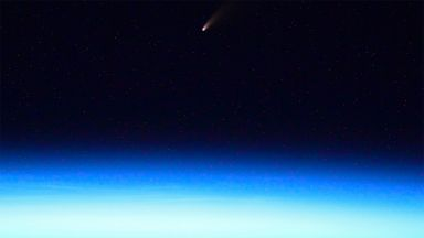 Руски космонавт засне ярка комета от МКС