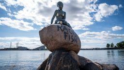 """""""Расистка риба"""" беше написано върху статуята на Малката русалка в Копенхаген"""