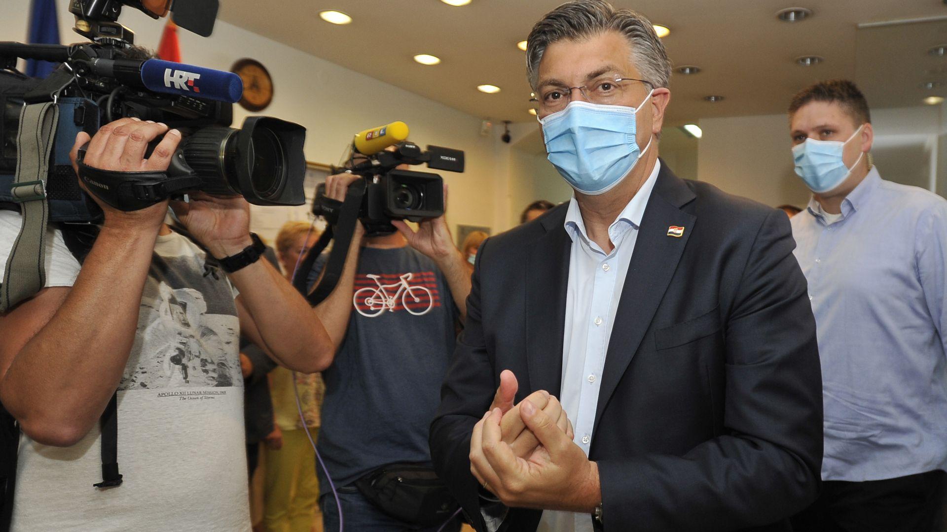 Консерваторите на премиера Пленкович печелят изборите в Хърватия, фолк певец евроскептик влиза в парламента
