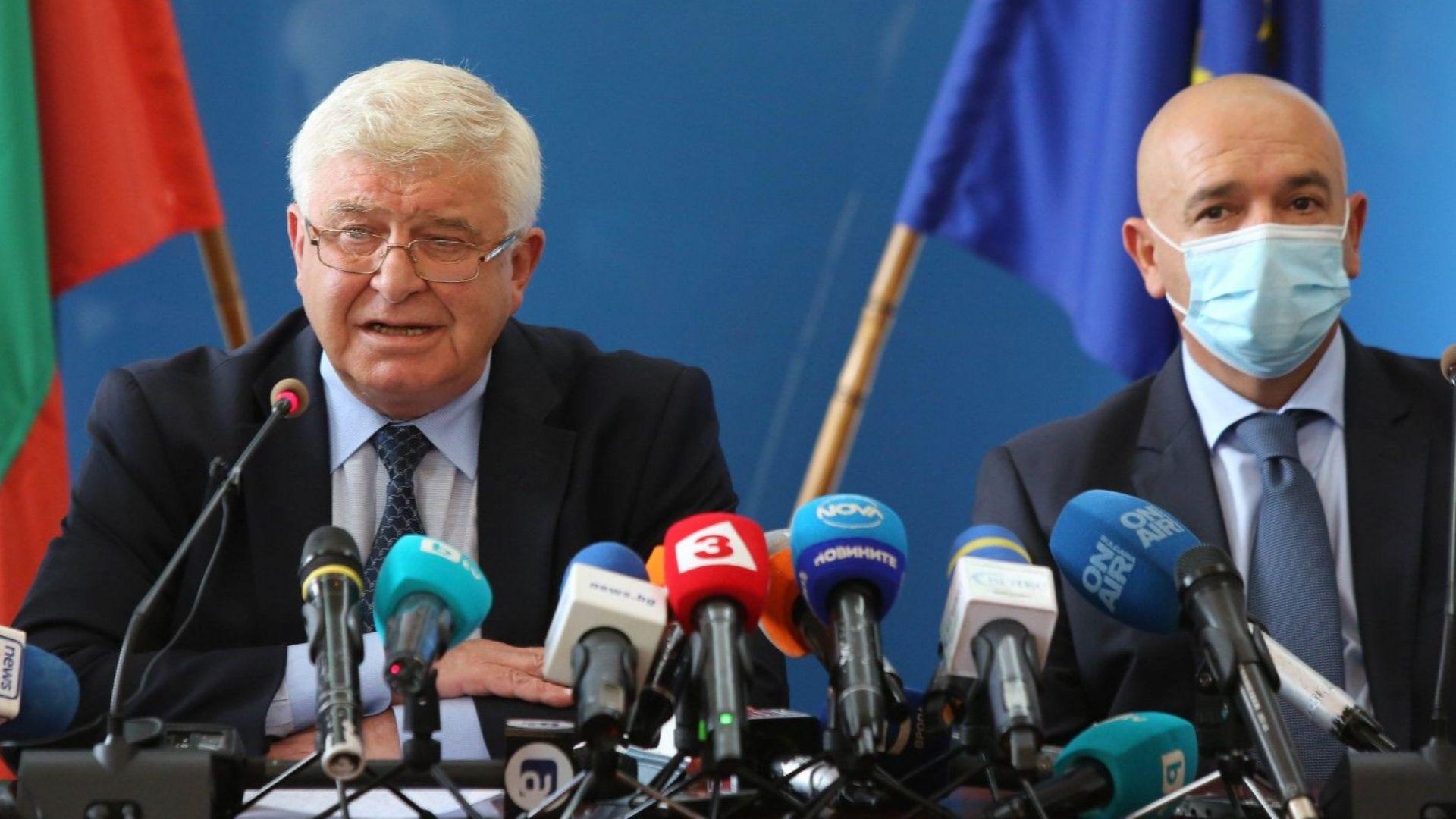 На пресконференцията присъстваха здравният министър Кирил Ананиев и председателят на Националния оперативен щаб генерал-майор д-р Венцислав Мутафчийски