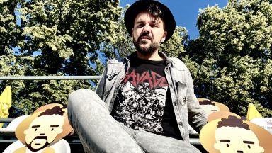"""Графа представи армия от """"греещи човечета"""". Прави няколко концерта в София и в страната"""