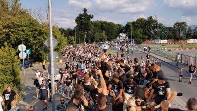 Феновете в Пловдив само с маски на стадиона, тези на Славия пък си изкараха глоба