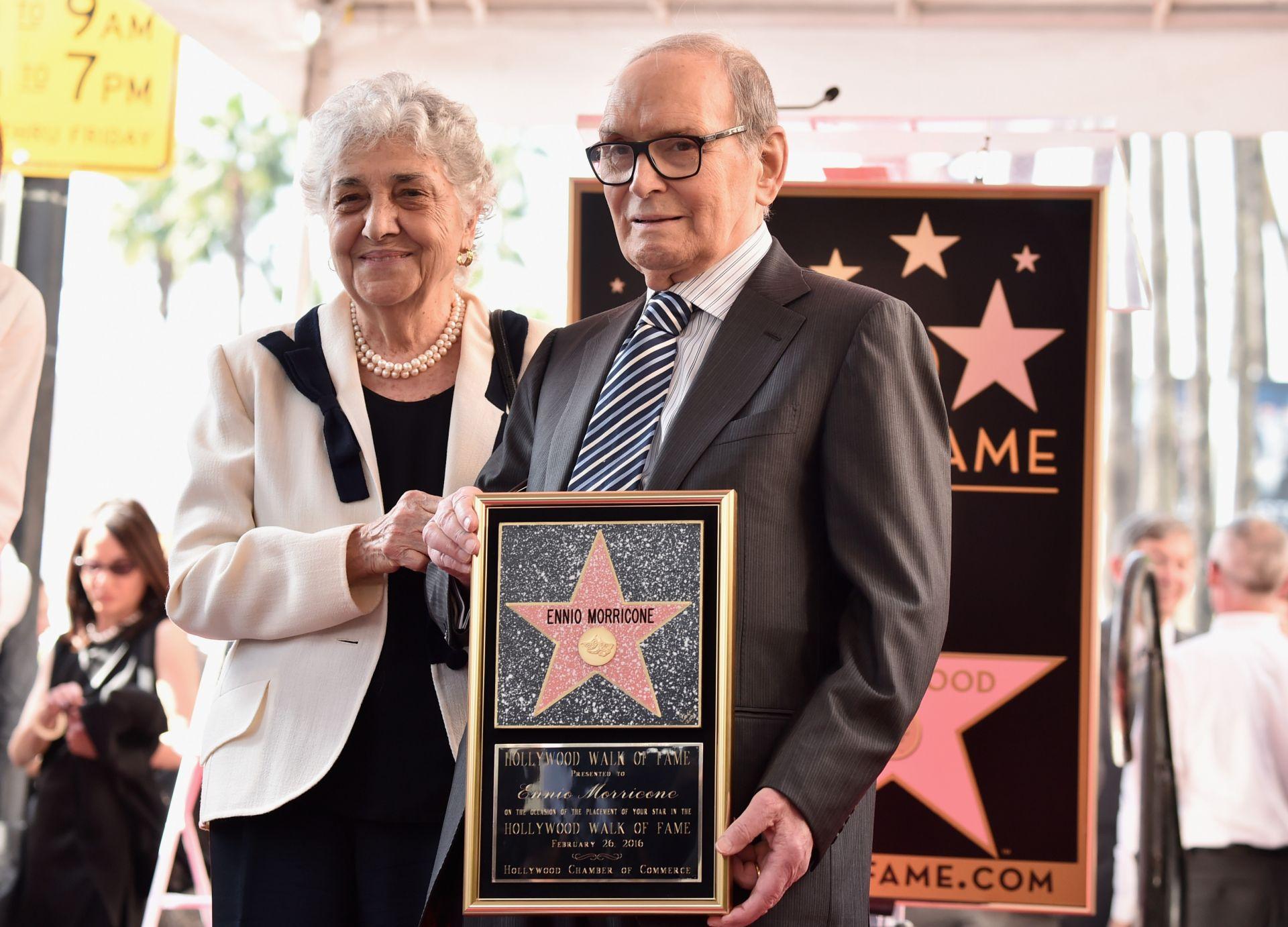 Енио Мориконе със съпругата си Мария