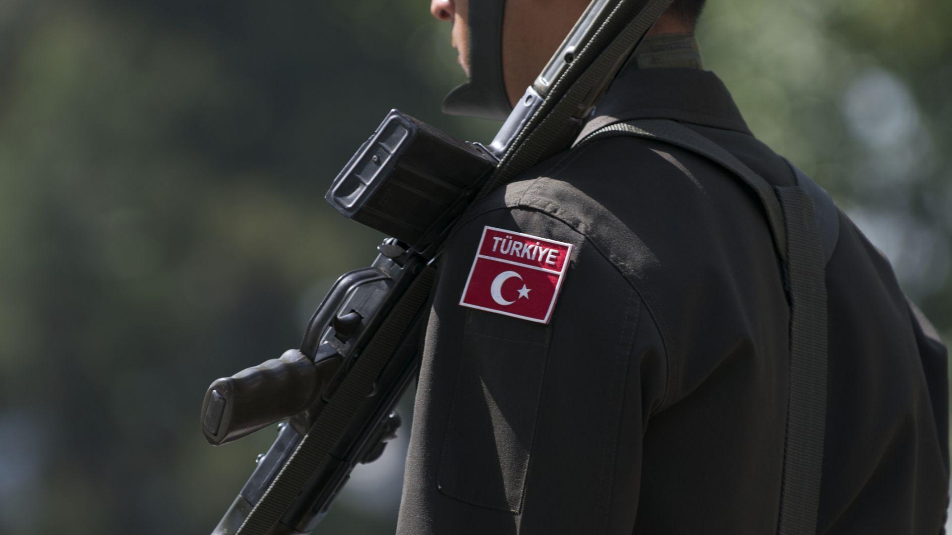Войнишките изпращания все още са факт в Турция, но без музика и в тесен семеен кръг