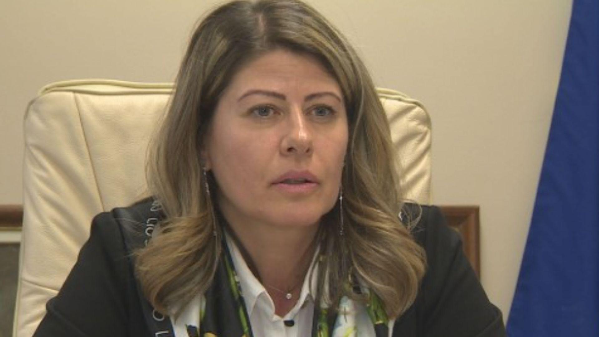 Проверяват районна кметица в София за пилеене по курорти на пари за деца в риск