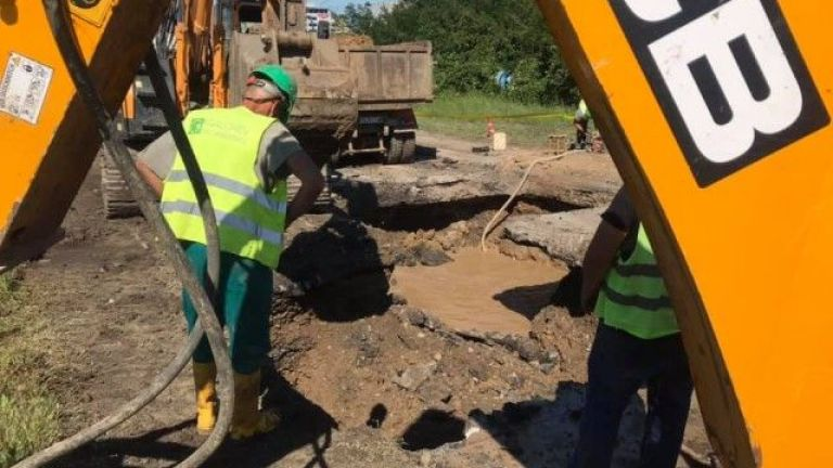 Авария на главен топлопровод на първа градска магистрала остави хиляди