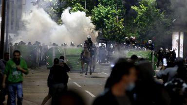 Вучич за атаката срещу парламента: Най-бруталното политическо насилие през последните години