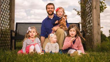 Баща на 4 дъщери споделя истории от ежедневието си, достойни за сценарий на комедиен филм