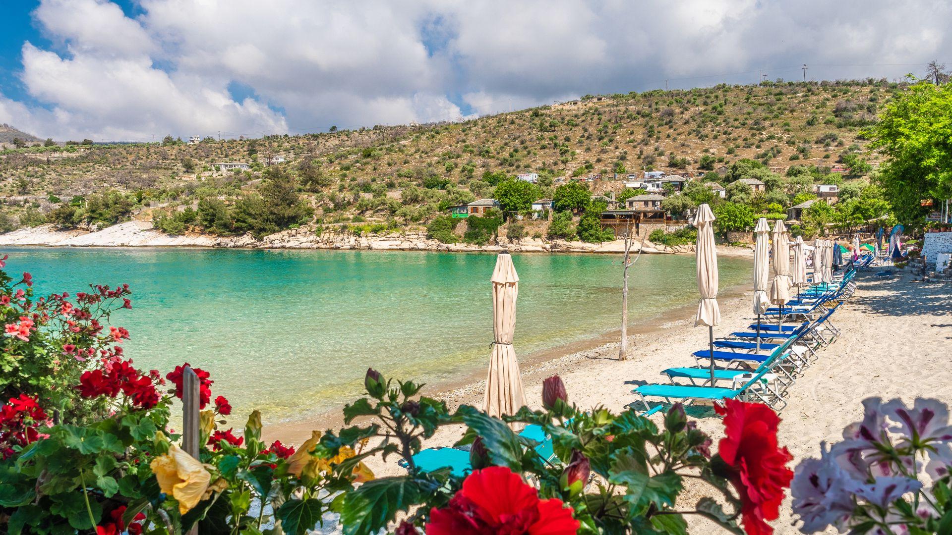 Гърция се оплака от български и сръбски туристи с коронавирус на Тасос и Пангео