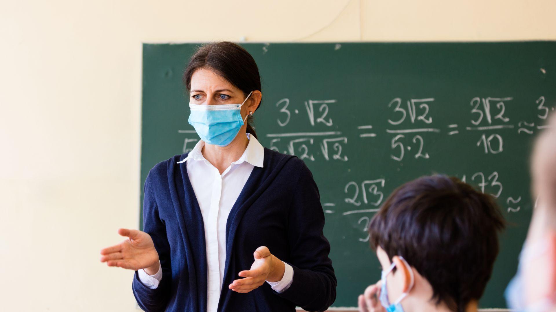 Просветният министър издаде заповед как ще учат децата от 5 до 12 клас