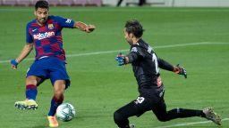 Суарес остави Барса в играта за титлата и прати градския съперник в Чистилището