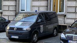 Спецпрокурори и криминалисти влязоха в сградата на Президентството
