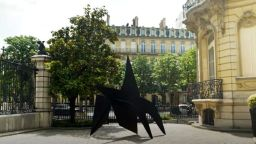 Огромна скулптура на Александър Колдър беше продадена за 4,9 милиона евро