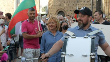 За втори ден Радев излезе при протестиращите: Пишем история и няма сила, която да ни спре