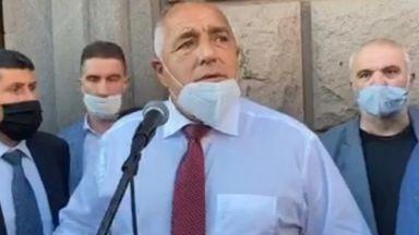 Премиерът също отиде при хората: Не викайте оставка за президента, а единство (видео)