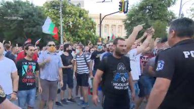 Поддръжници на президента нападнаха оттеглящите се демонстранти от ГЕРБ