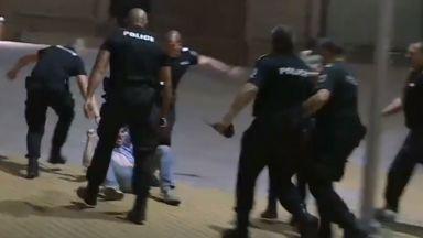 Нови безредици със задържани - този път пред Министерски съвет (снимки)
