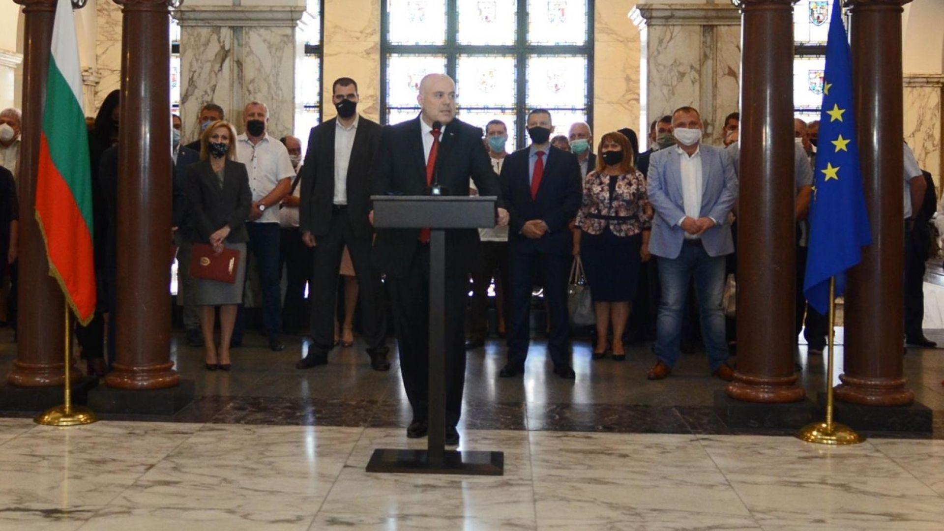 Иван Гешев: Президентът наруши Конституцията и се нареди до Черепа