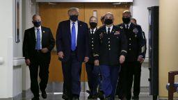 Тръмп с маска на публично място за пръв път от началото на пандемията