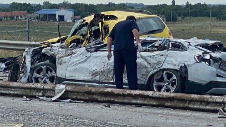 Камион навлезе в насрещното движение, има 6 жертви и ранени | Днес ...