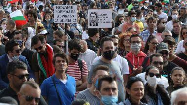 Ден четвърти на протеста, площадът в триъгълника на властта е пълен