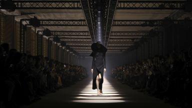 Първата дигитална седмица на модата бе проведена в Париж
