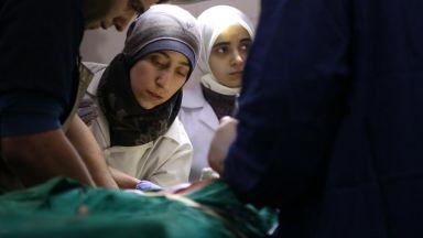 """Уникалният филм """"Пещерата"""" за тайна подземна болница в Сирия, гледайте онлайн"""