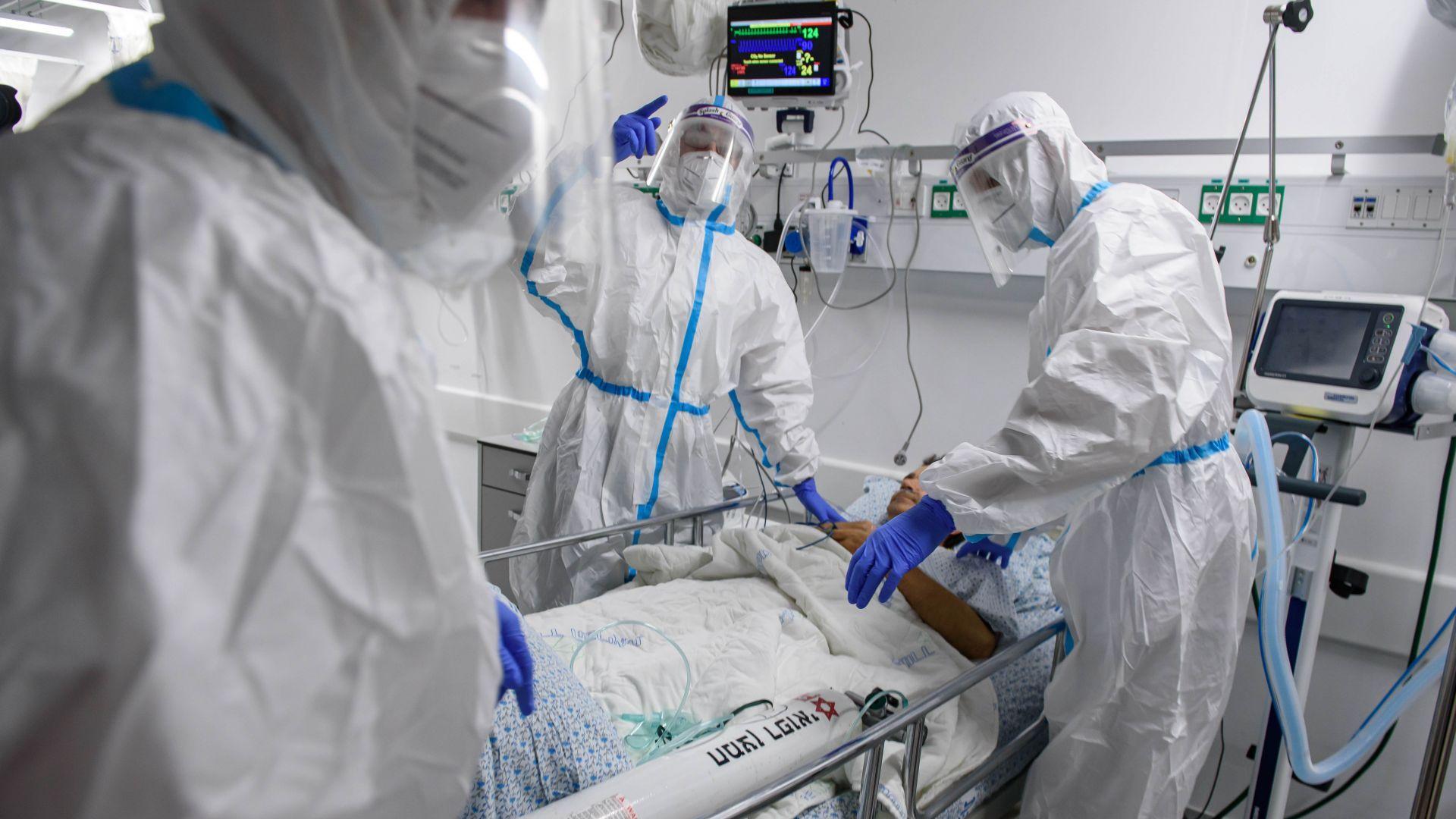 Медици работят в COVID отделение за 650 лв.