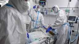 Няма спад - още 232 нови случая на коронавируса у нас за 24 часа, 6-има са починали
