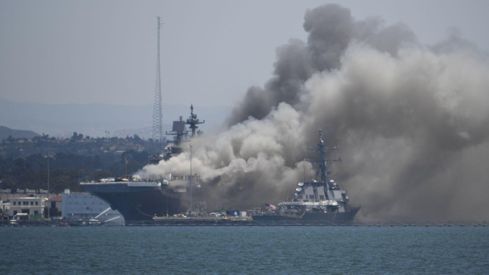 57 ранени в огнен ад на десантен кораб в база на ВМС в Сан Диего (видео)