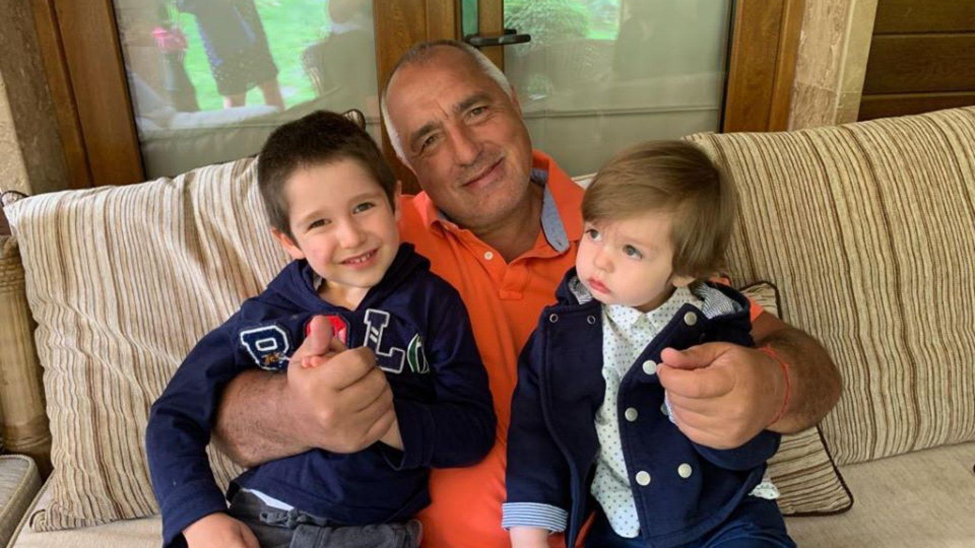 Борисов празнува 2-ия рожден ден на внука си Иван (снимки)