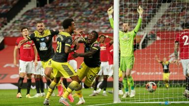 Гол в 96-ата минута лиши Юнайтед от третото място