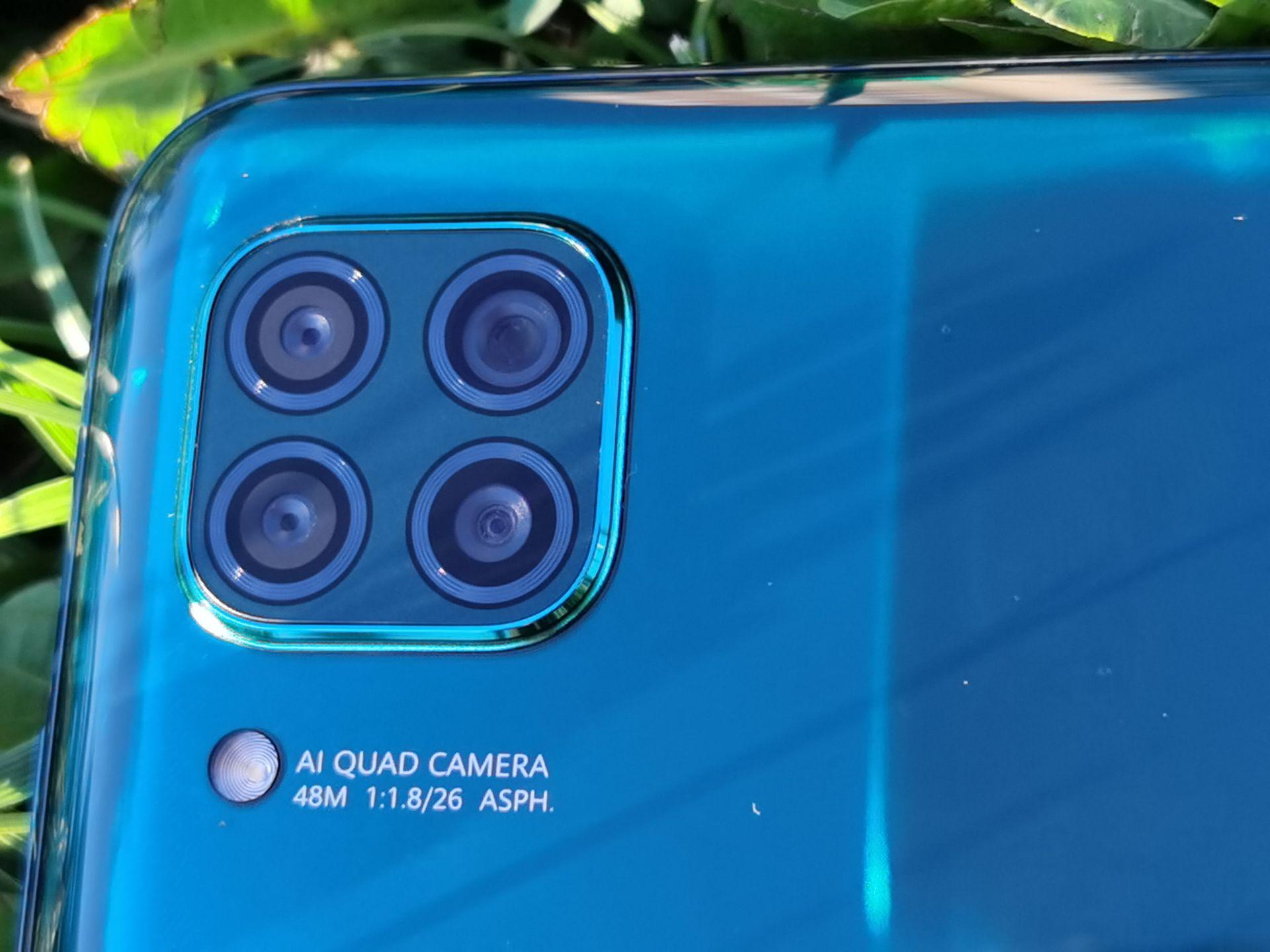 Huawei P40 lite има четворна основна камера