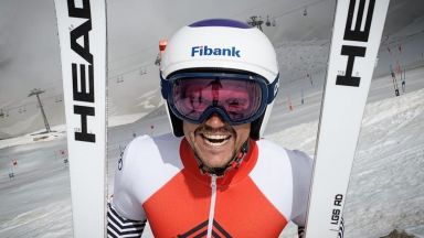 Алберт Попов отново се качи на ски след 4 дълги месеца