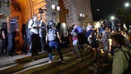 Извънреден брифинг на СДВР: Не пиратки, а бомби и опит за нахлуване в Партийния дом
