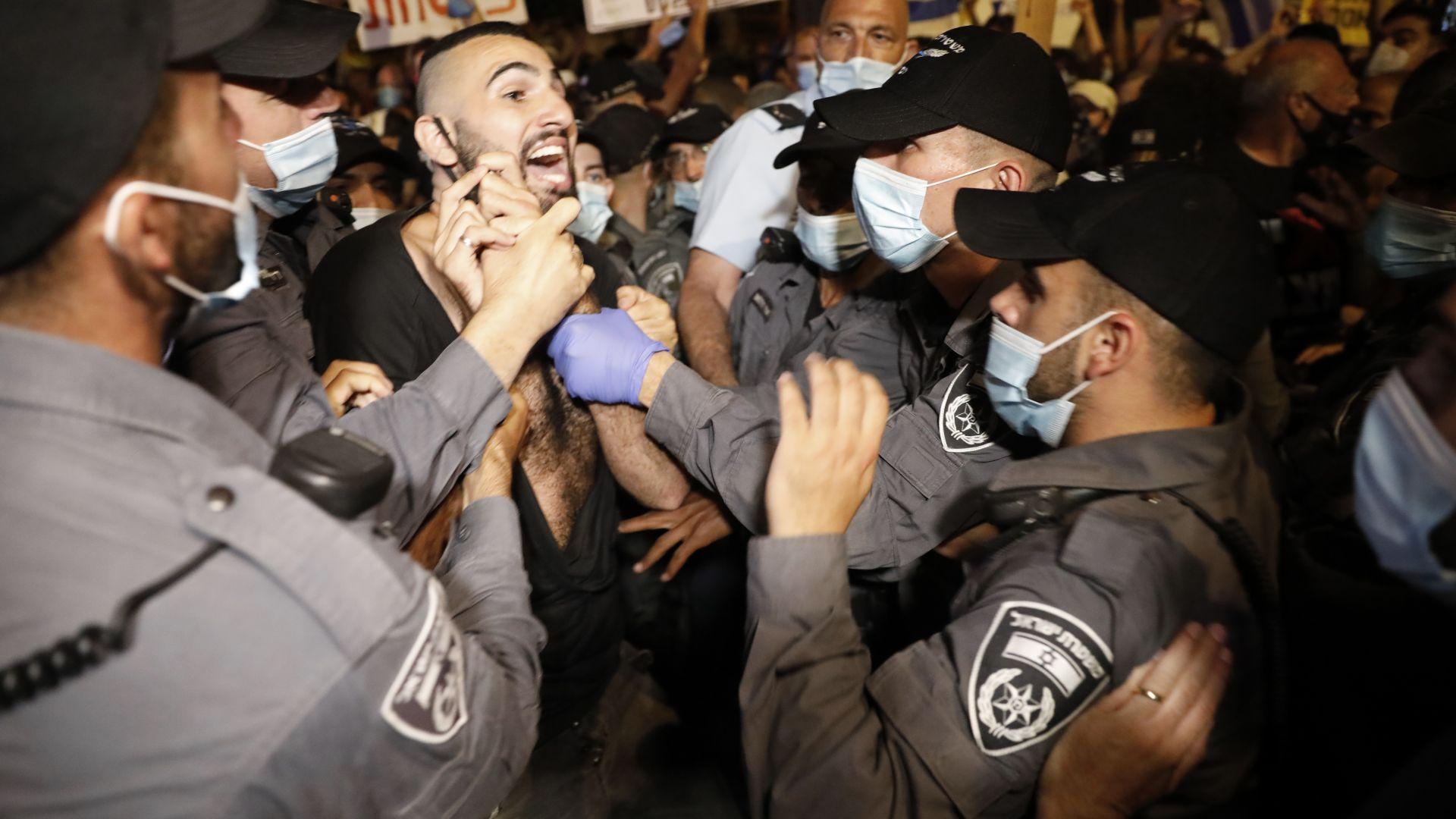 Безредици и в Израел на протести срещу Нетаняху - полицейска сила, арестувани и ранени (снимки)