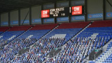 Само в Англия: От несъстоятелност до 8:0 и рекорд за две седмици