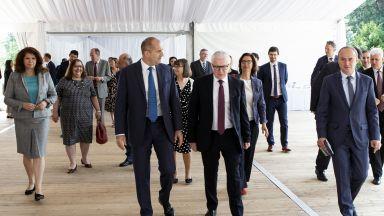 Румен Радев говори за нов управленски модел в България пред посланиците от ЕС и Швейцария