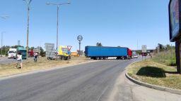"""Превозвачи организираха протест край ГКПП """"Дунав мост"""" при Русе"""
