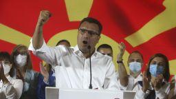 Лидерът на ВМРО-ДПМНЕ: Заев се подмазва на българите
