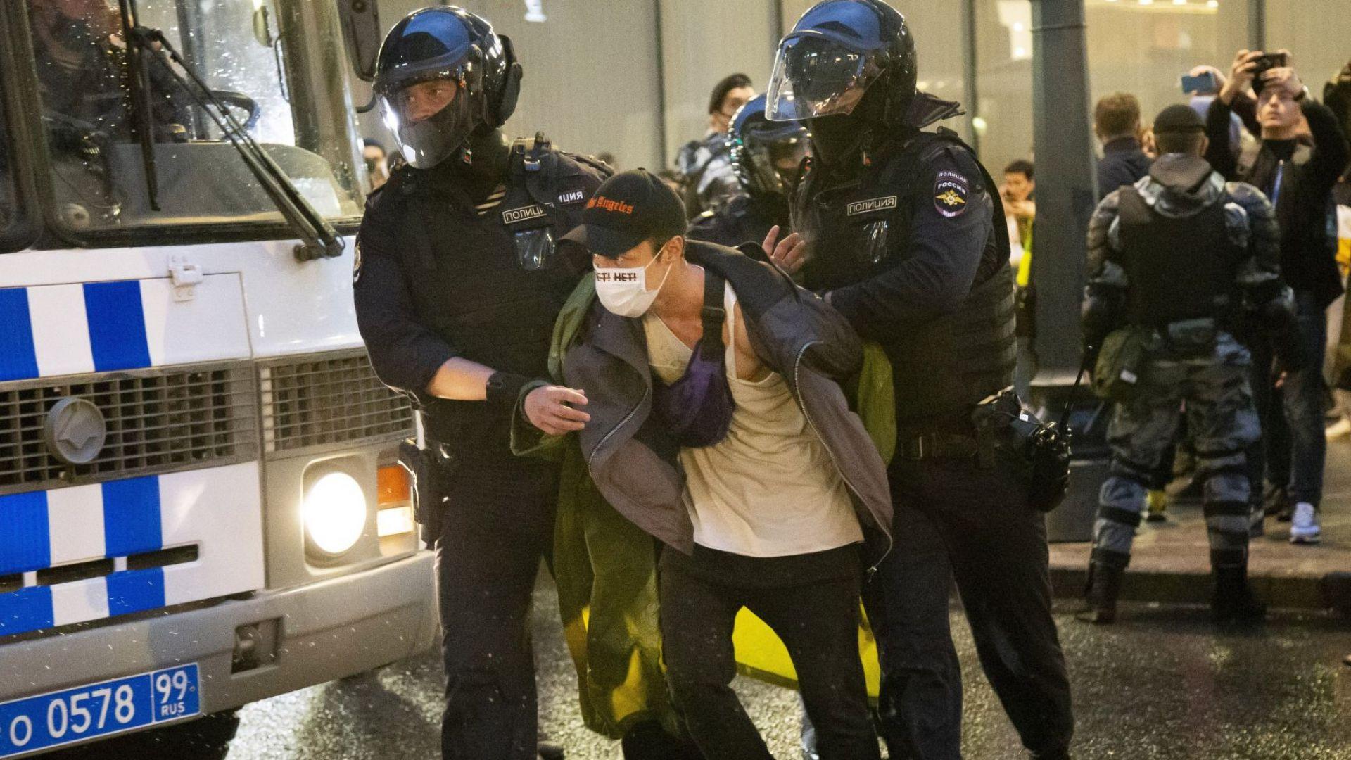 Над 100 арестувани при протест срещу конституционните промени в Москва